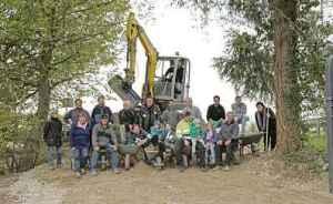 Eine Arbeitsgruppe traf sich in mehreren Einsätzen, um den Jubiläumspfad rund ums Grünloch zu bauen.