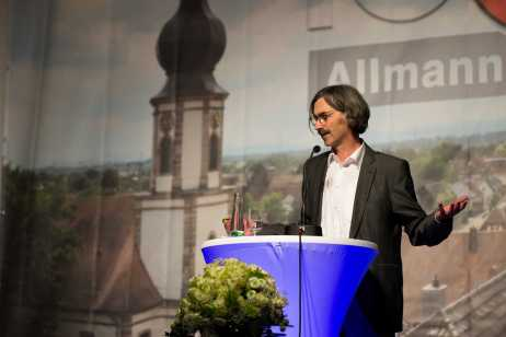 Dr. Thomas Baumann stellt den Bildband vor. Foto: S. Leppert/Förderverein