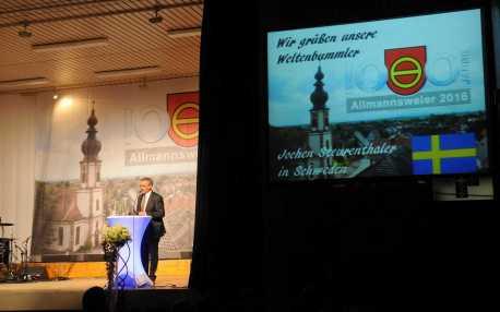 Josef Gruseck kündigt die Videobotschaft aus Schweden an. Foto: W. Künstle
