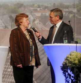 """Josef Gruseck interviewte die """"Ausländer"""" über Skype oder live, hier Lotte Seydel aus der Schweiz Foto: W. Künstle"""