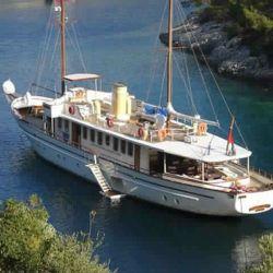 yacht-classique-deluxe-31m-8-pax-VIP- (14)