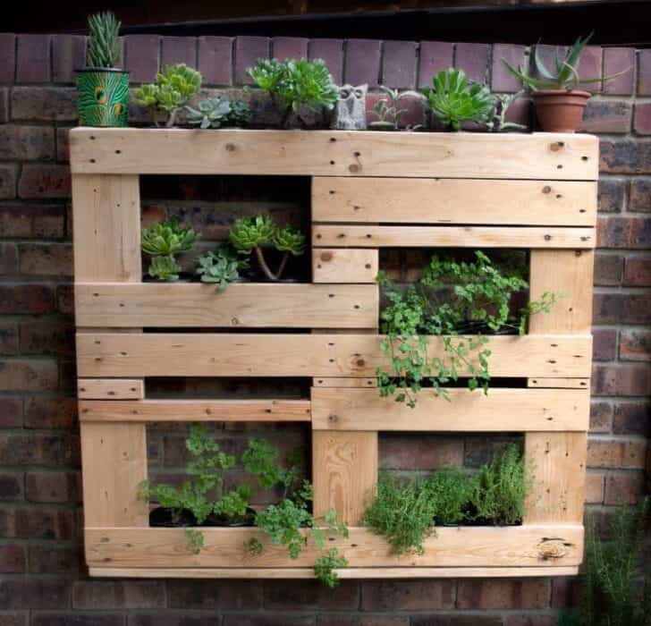 Unstructured Pallet Vertical Garden - 1001 Gardens on Pallet Design  id=22072