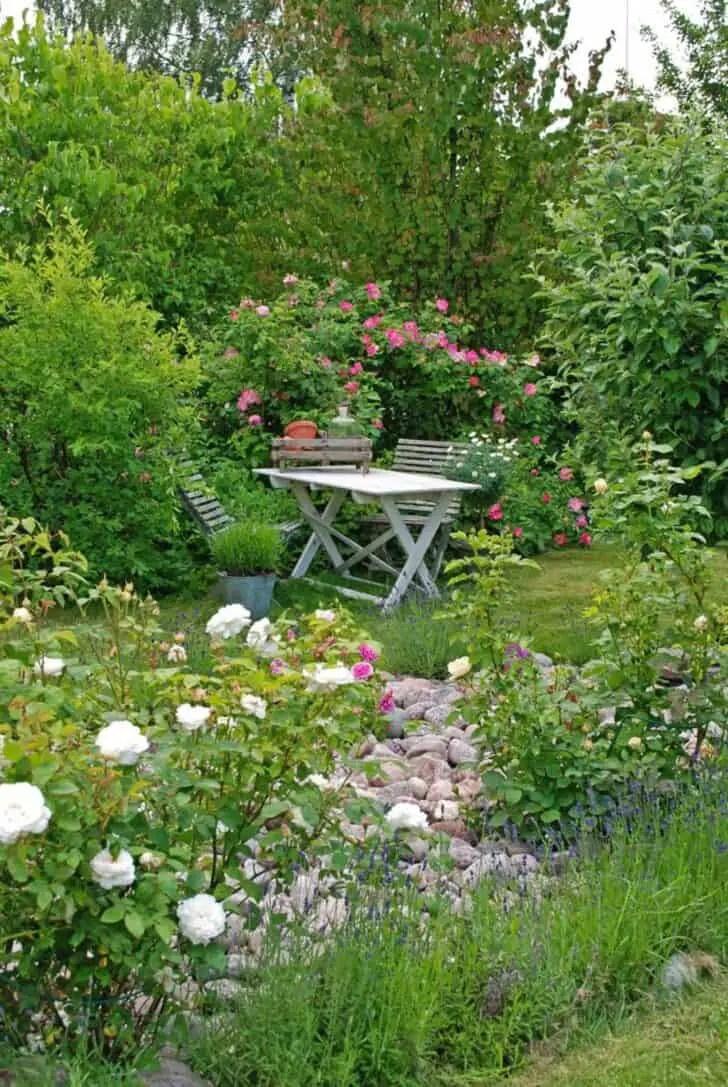 12 Shabby Chic & Bohemian Garden Ideas | 1001 Gardens on Chic Patio Ideas id=92972