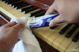 clean-piano-keys-toothpaste