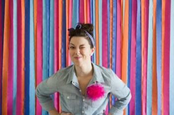 Use tiras de papel colorido para dar um ar divertido ao ambiente