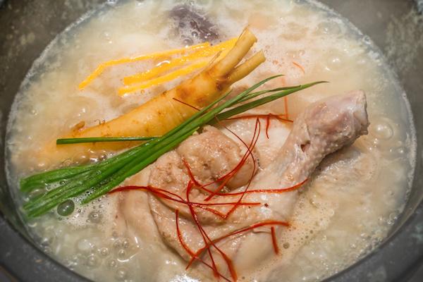 参鶏湯 韓国料理 samgyetang chicken ginseng soup Korean