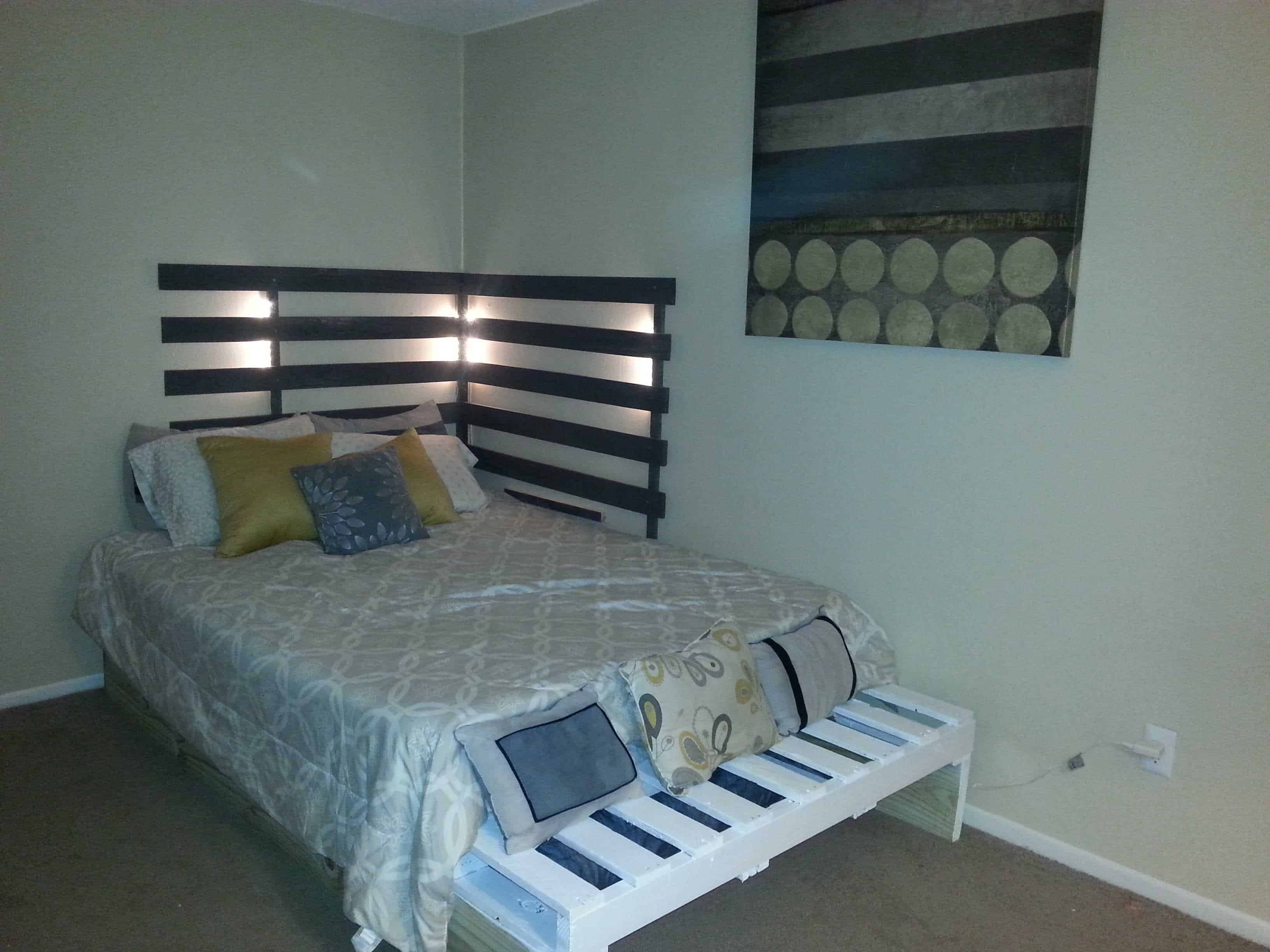 Queen Bed from 3 Pallets • 1001 Pallets on Pallet Bed Design  id=98388