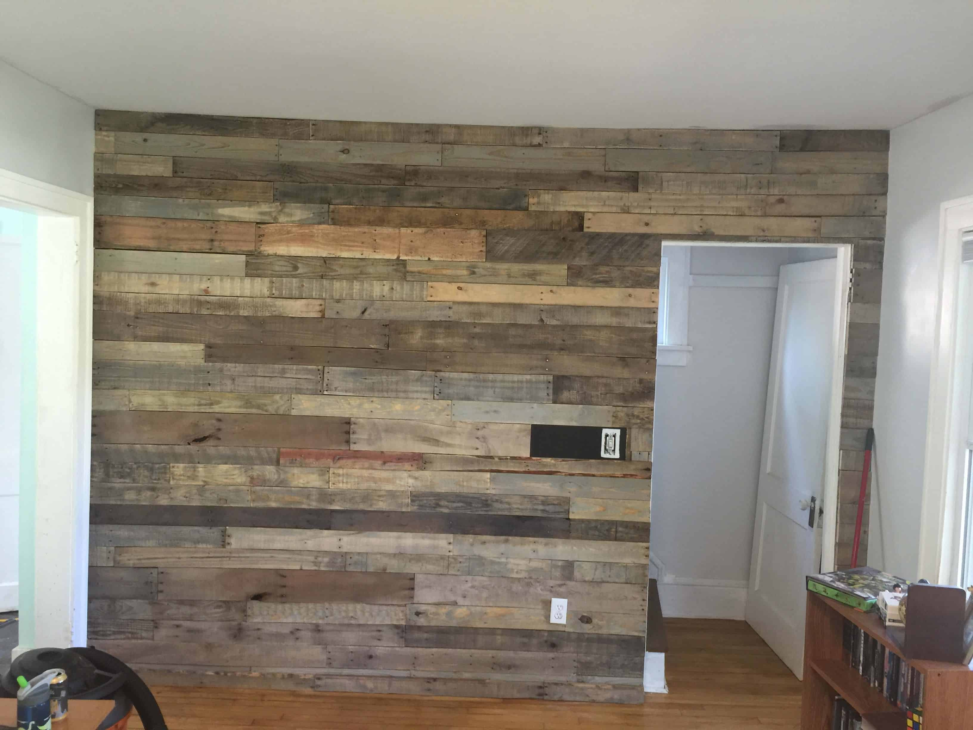 Living Room Pallet Accent Wall • 1001 Pallets on Pallet Room  id=81711