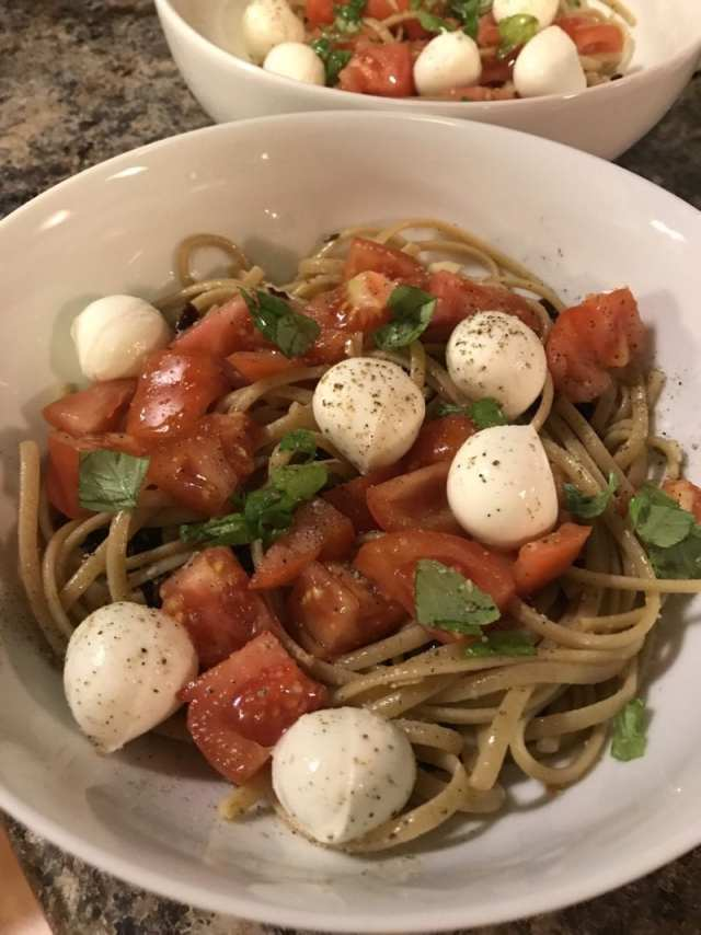 Whole wheat pasta with mozzarella, olive oil, sundried tomatoes, basil and an heirloom tomato paired with a red wine from Virginia
