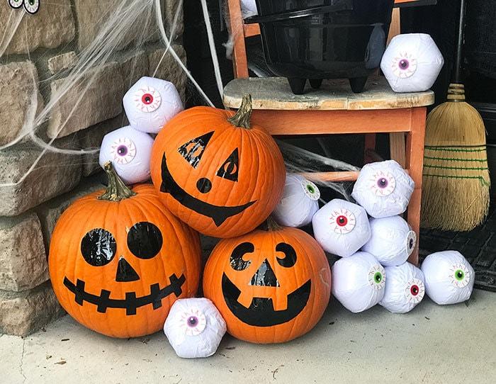 https://i1.wp.com/www.100directions.com/wp-content/uploads/2017/10/halloween-front-porch-pumpkins-jen-goode.jpg?resize=700%2C542