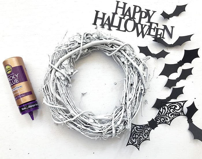 https://i1.wp.com/www.100directions.com/wp-content/uploads/2017/10/halloween-white-wreath-supplies-jen-goode.jpg?resize=700%2C551