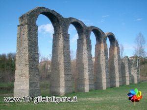 I resti del bellissimo acquedotto romano