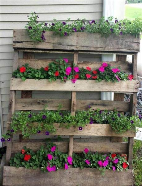 pallet planter vertical garden 25 Inspiring DIY Pallet Planter Ideas