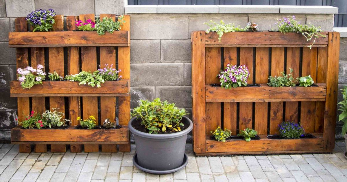 flower box from pallets (pallet upcycling)