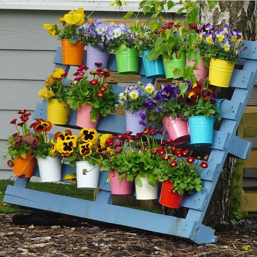 planter with pots made from pallet