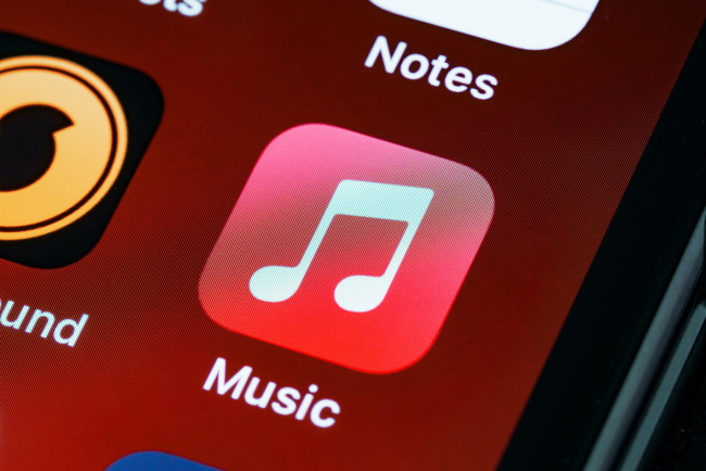 how does apple music works