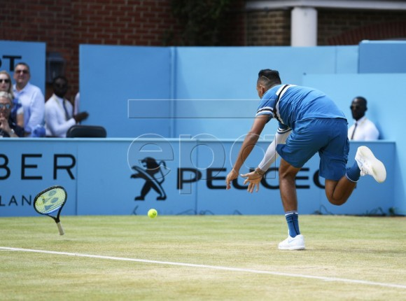 Australia's Nick Kyrgios in action against Marin Cilic of Croatia during their semi-final tennis match at the Fever Tree Championship at Queen's Club in London, Britain, 23 June 2018. EPA-EFE/NEIL HALL