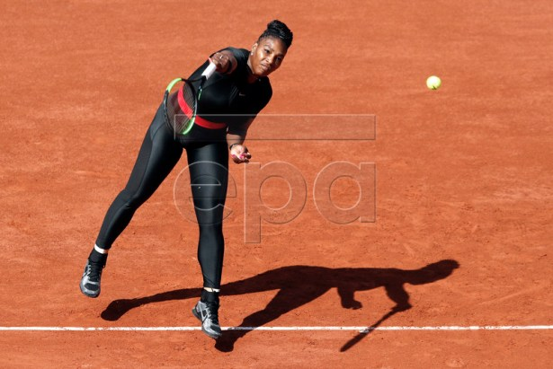 Serena Williams of the USA in action against Karolina Pliskova of Czech Republic during their women?s first round match during the French Open tennis tournament at Roland Garros in Paris, France, 29 May 2018. EPA-EFE/GUILLAUME HORCAJUELO