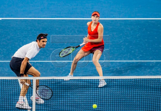 Belinda Bencic (R) and Roger Federer of Switzerland in action during the mixed doubles match between Switzerland and Greece on day 6 of the Hopman Cup tennis tournament at RAC Arena in Perth, Australia, 03 January 2019.  EPA-EFE/TONY MCDONOUGH AUSTRALIA AND NEW ZEALAND OUT  EDITORIAL USE ONLY