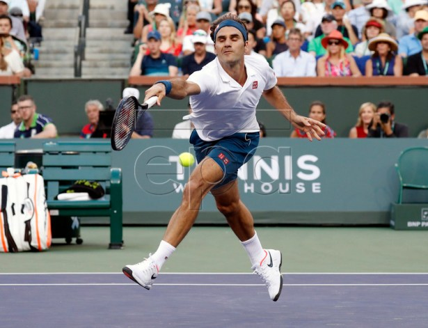 Roger Federer of Switzerland is unable to get a passing shot by Dominic Thiem of Austria during the BNP Paribas Open tennis tournament at the Indian Wells Tennis Garden in Indian Wells, California, USA, 17 March 2019.  EPA-EFE/JOHN G. MABANGLO