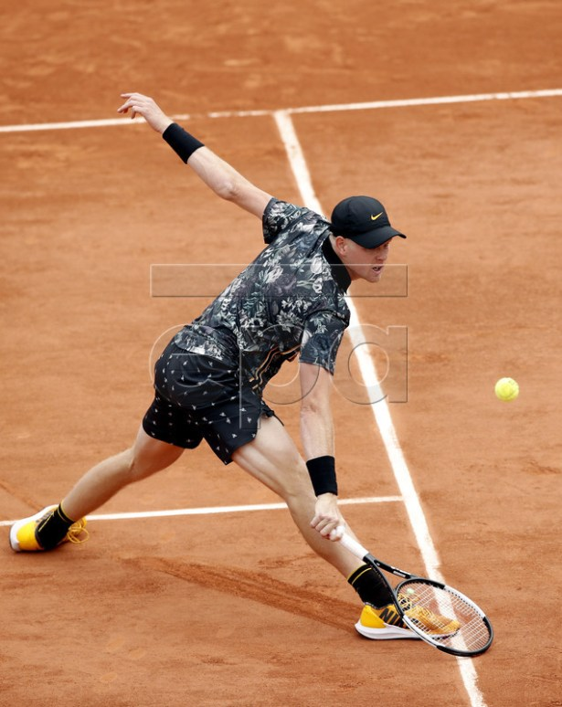Kyle Edmund of Britain plays Jeremy Chardy of France during their men?s first round match during the French Open tennis tournament at Roland Garros in Paris, France, 27 May 2019. EPA-EFE/YOAN VALAT