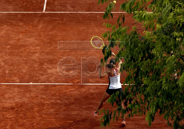 Giulia Gatto-Monticone of Italy plays Sofia Kenin of the USA during their women?s first round match during the French Open tennis tournament at Roland Garros in Paris, France, 27 May 2019. EPA-EFE/YOAN VALAT