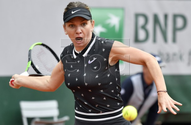 Simona Halep of Romania plays Ajla Tomljanovic of Australia during their women?s first round match during the French Open tennis tournament at Roland Garros in Paris, France, 28 May 2019. EPA-EFE/JULIEN DE ROSA
