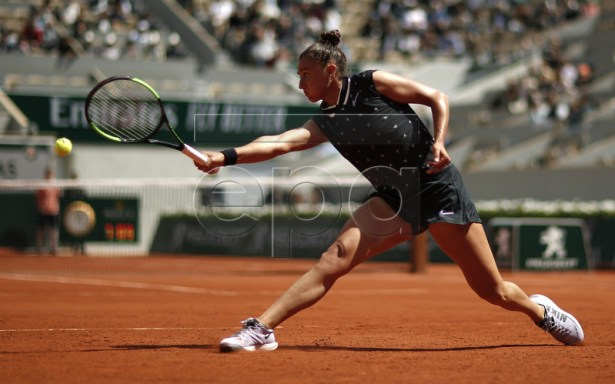 Sara Sorribes Tormo of Spain plays Sloane Stephens of the USA during their women?s second round match during the French Open tennis tournament at Roland Garros in Paris, France, 29 May 2019.  EPA-EFE/YOAN VALAT