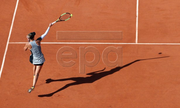 Polona Hercog of Slovenia plays Sloane Stephens of the USA during their women?s third round match during the French Open tennis tournament at Roland Garros in Paris, France, 31 May 2019. EPA-EFE/SRDJAN SUKI