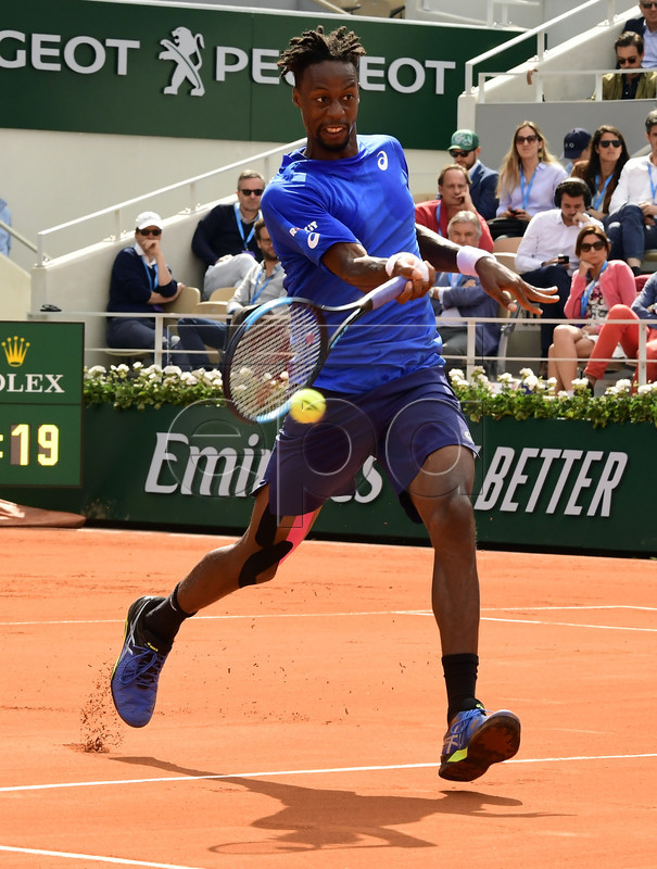 Gael Monfils of France plays Dominic Thiem of Austria during their men?s round of 16 match during the French Open tennis tournament at Roland Garros in Paris, France, 03 June 2019. EPA-EFE/CAROLINE BLUMBERG