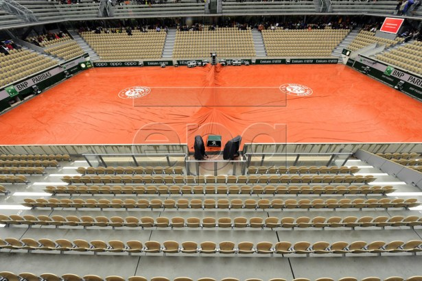 Covered Court Philippe Chatrier as all quarter finals are cancelled due to rain during the French Open tennis tournament in Paris, France, 05 June 2019. EPA-EFE/CAROLINE BLUMBERG