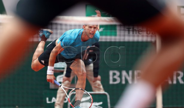 Dominic Thiem of Austria plays Novak Djokovic of Serbia during their men?s semi final match during the French Open tennis tournament at Roland Garros in Paris, France, 08 June 2019. EPA-EFE/SRDJAN SUKI