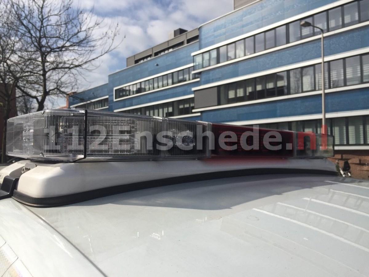 Agent in vrije tijd betrapt auto-inbreker op heterdaad in Enschede