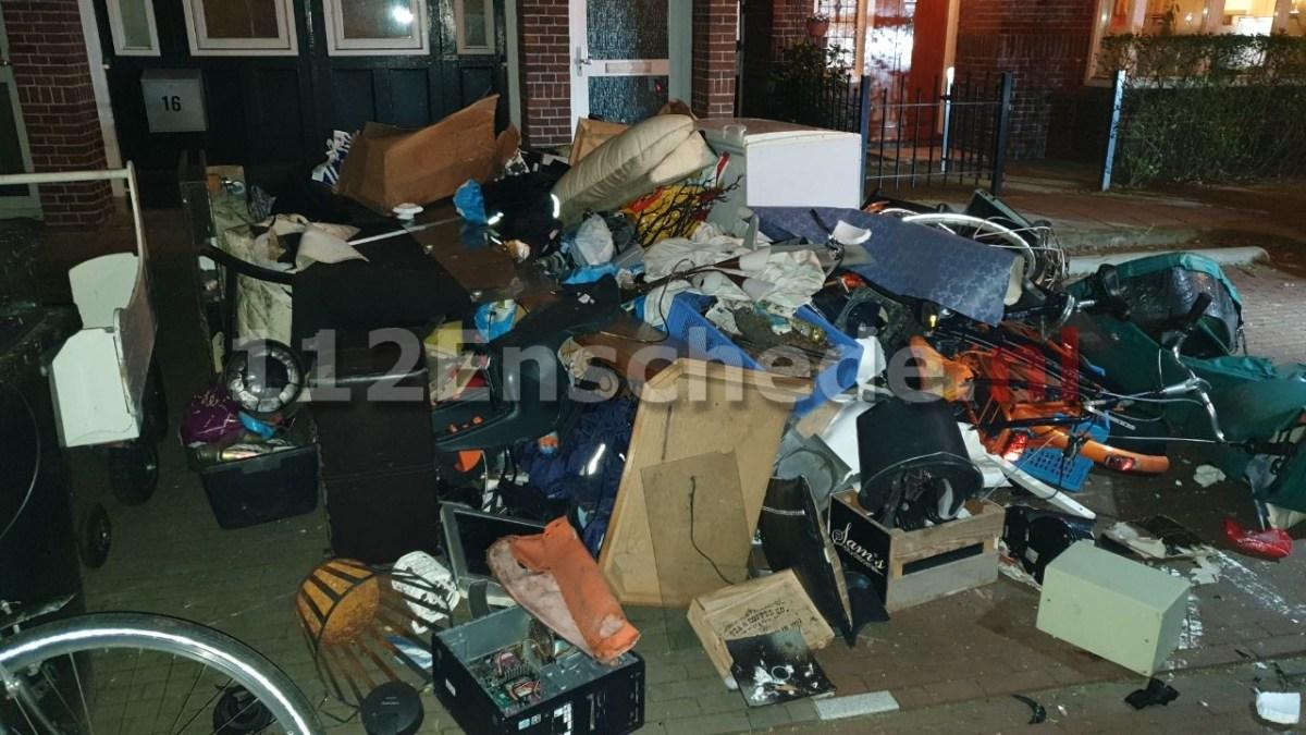 Volledige inboedel gedumpt op straat in Enschede