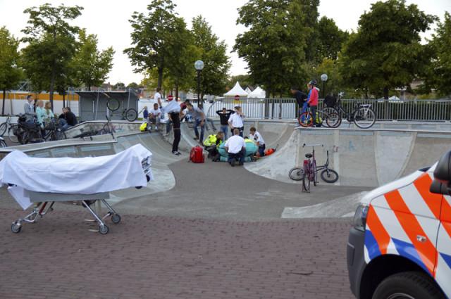 Hoofddorp: Met crossfiets onderuit op de skatebaan
