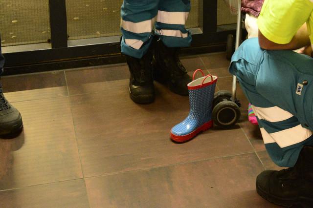 Hoofddorp: Kindje met laars vast aan roltrap