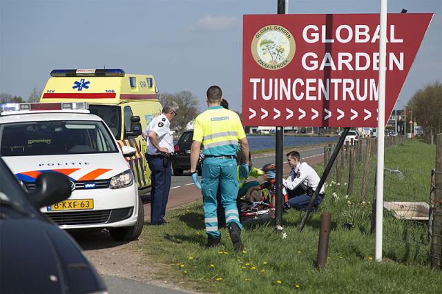 Zwaanshoek: Wielrenner gewond na aanrijding