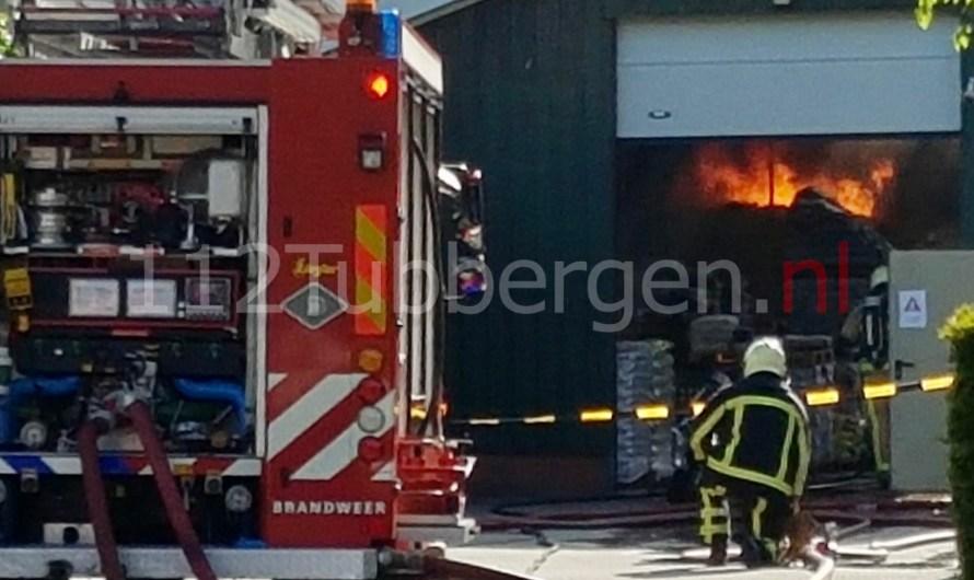 Uitslaande brand bij bedrijf in Geesteren
