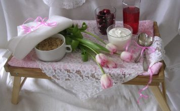 Three Natural Foods to Include in Your Organic Diet include oats and berries