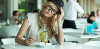 lady eating alone weight loss tips for lazy people