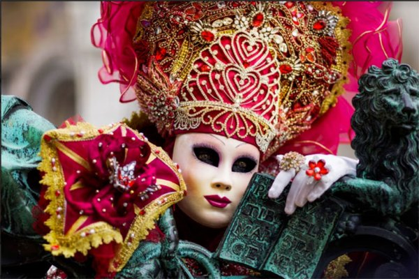 10 Things to Do in Venice as a Couple or Solo carnival costumes