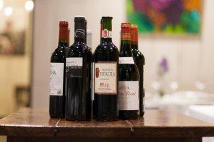 Botellas de vino tinto