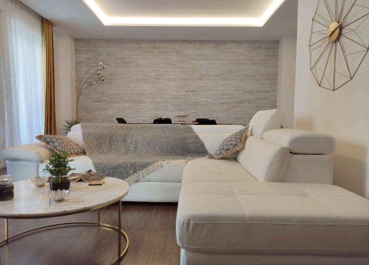 Ecco un esempio per i colori da abbinare al grigio. Come Arredare Con L Oro Abbinamento Colori Pareti E Arredo Della Casa 123 Design