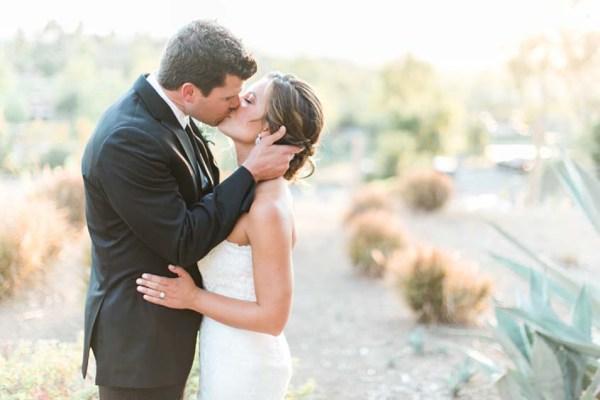 san-diego-country-club-wedding-couple-kissing