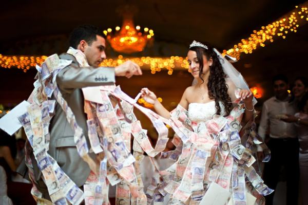 Stop paying bride a dollar to dance - 123WeddingCards