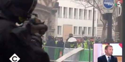 La police crie de joie en tirant sur les Gilets Jaunes : Fils de pu*e, Dans ta gueule