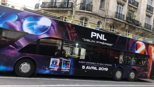 PNL envahit Paris en s'affichant sur les bus la ville (Photos)