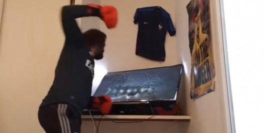 Kaaris vs Booba : Mohamed Henni démolit une télé en attendant l'octogone !