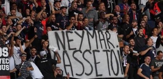 Neymar violemment insulté par les fans du PSG, les joueurs Parisiens réagissent !