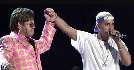 Elton John : Eminem lui a offert des sextoys à son mariage (Vidéo)